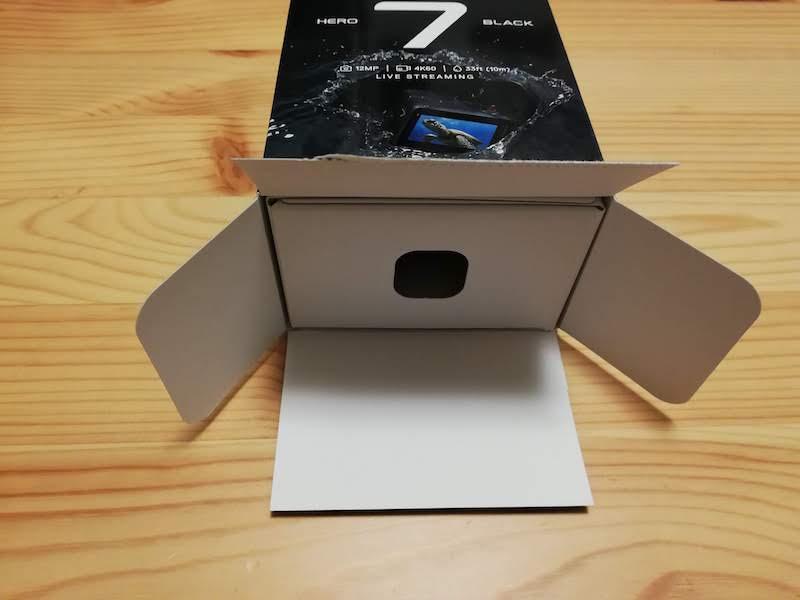 GoProの箱の底を開く