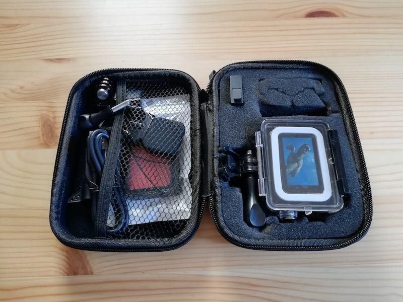 GoProのアクセサリーを収納したキャリーケース