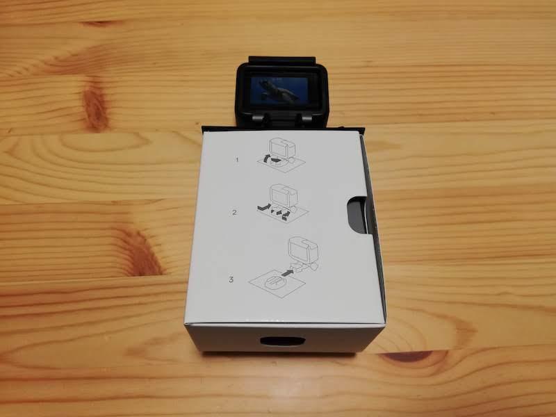 GoPro本体と箱