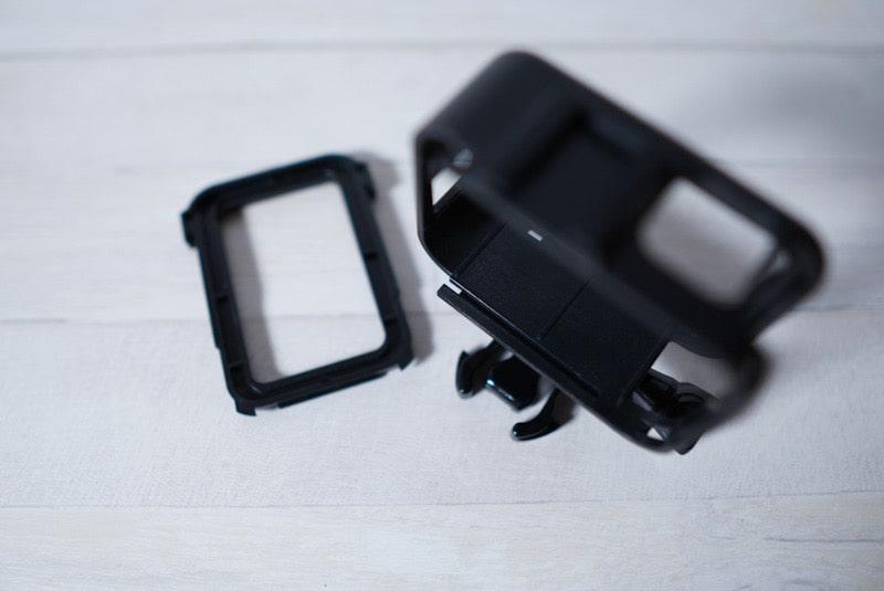 GoPro HERO8 Blackのフレームケースのフタをスライドさせる溝