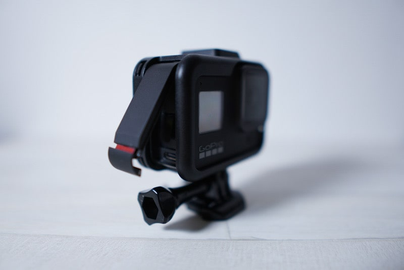 GoPro HERO8 Blackのフレームケースをつけて給電口の開放