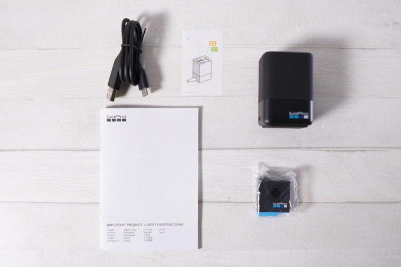 GoProデュアルバッテリー充電器+バッテリーの内容物