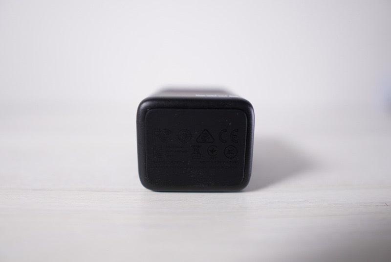 GoPro用デュアルバッテリー充電器の底