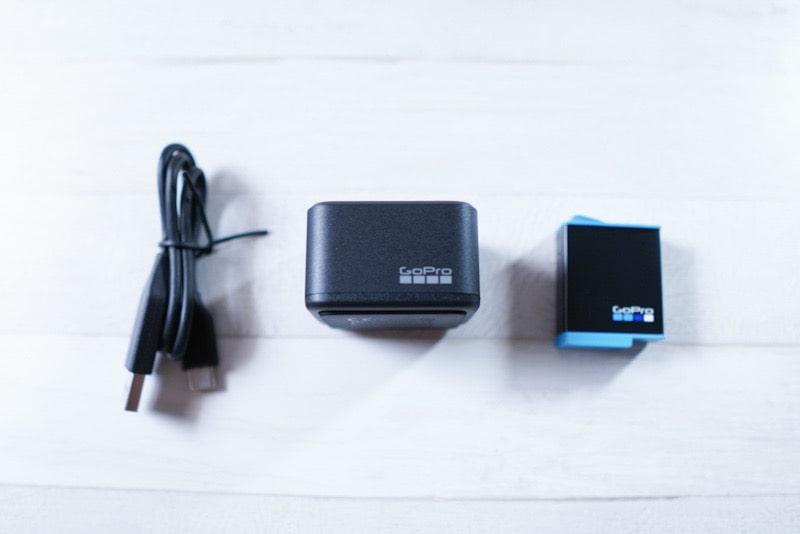 GoPro HERO9用のデュアルバッテリー充電器+バッテリーの内容物