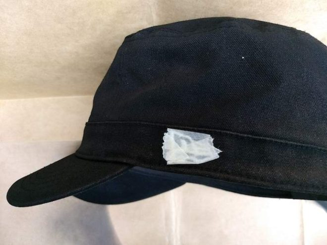 帽子のロゴのマスキング