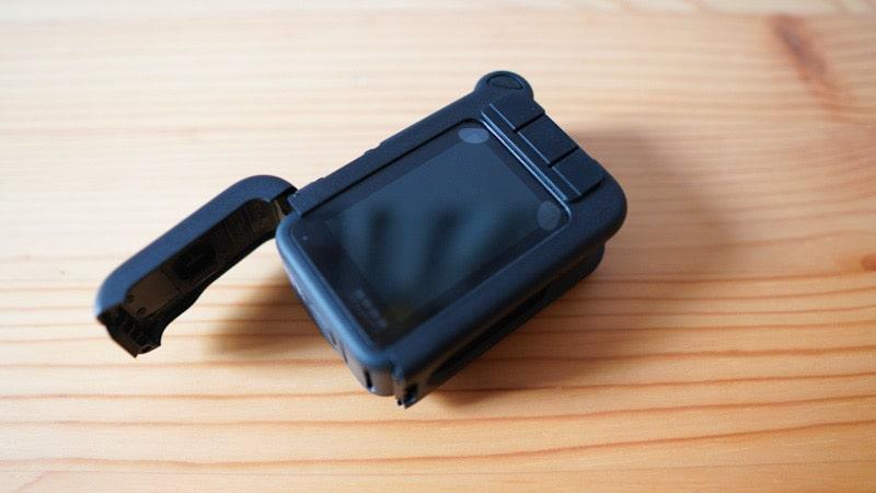 GoPro HERO9 Black用のblackbeetleのガラスフィルムをつけてメディアモジュラーを取り付け