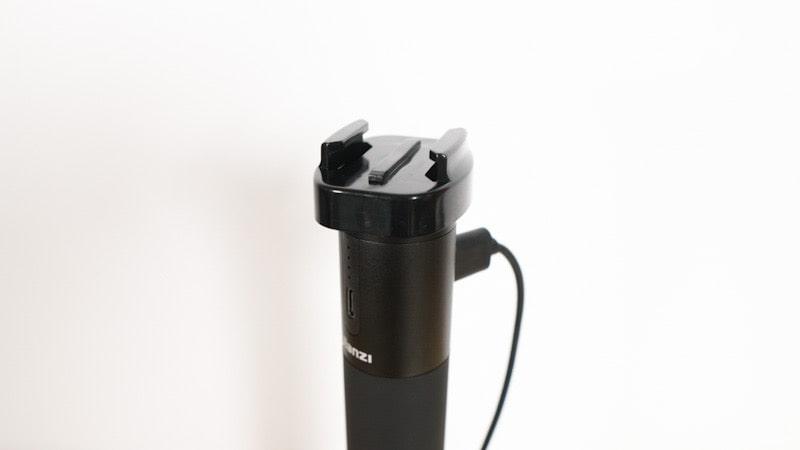 GLIDERの三脚ネジ穴付きベースマウントとUlanziのグリップ型バッテリー